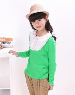 女童绿色针织衫