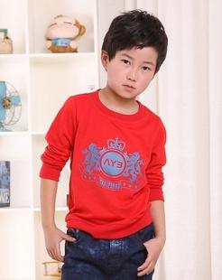 男童红色针织衫