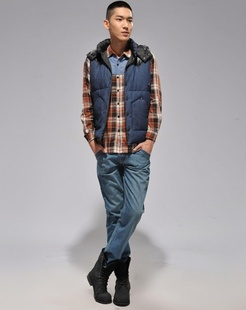 蓝色新品时尚白鸭绒羽绒服