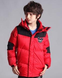 男童大红羽绒服
