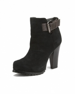 简约黑色高跟鞋