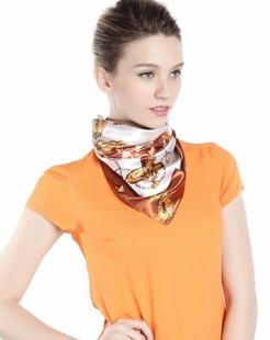 女款锁清秋米黄色/咖啡色时尚方巾