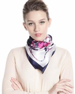 女款包罗万象米白色时尚印花方巾