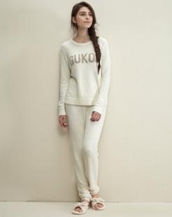 女款白色舒适百搭长袖毛衫