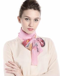 女款粉色花飞蝶舞时尚印花丝巾