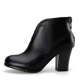 皮尔莱利2013秋冬新款女鞋 真皮中跟短靴子 欧洲站粗跟女靴子8257 黑色 35