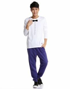 经典简洁白色长袖T恤