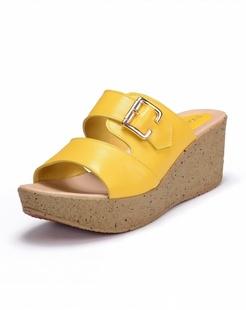 黄色镂空牛皮拖鞋