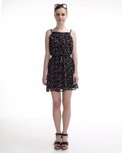黑色飘逸轻薄连衣裙