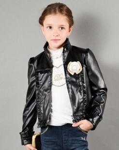 女童黑色皮衣