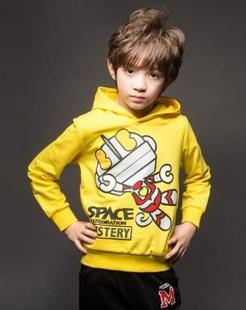 男童黄色卫衣