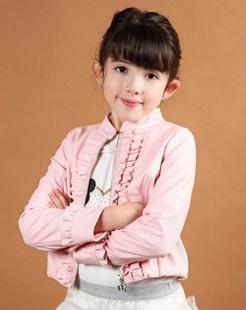 女童粉红色皮衣