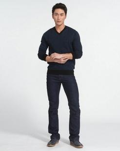 男士藏青色羊毛衫