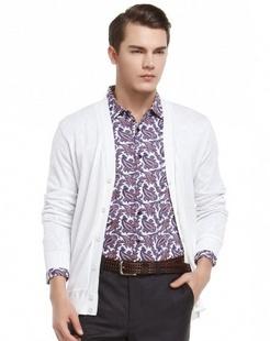 白色经典舒适长袖针织衫